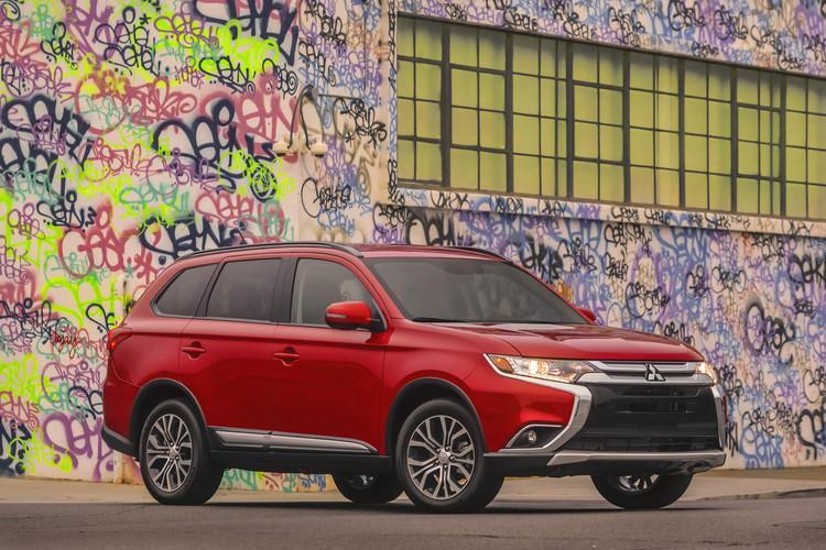names 2016 mitsubishi outlander most affordable 3 row crossover mitsubishi. Black Bedroom Furniture Sets. Home Design Ideas