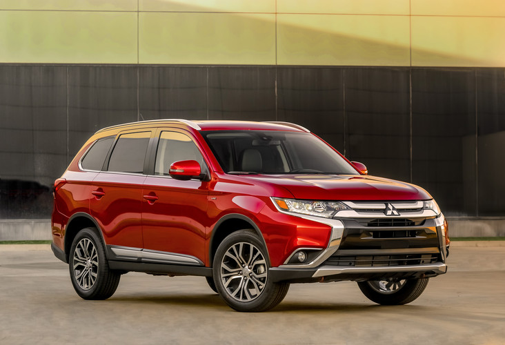 Iihs Presents Top Safety Pick Rating To 2016 Mitsubishi Outlander